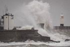 风暴登陆英国掀巨浪