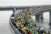 2018青岛海上马拉松举行