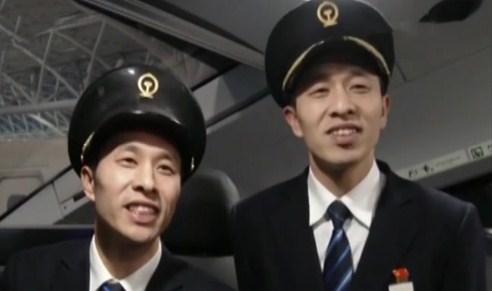 """春运故事 双胞胎""""高铁夜行侠"""""""