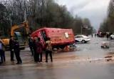 河南固始一货车与公交车相撞 已致4死15伤