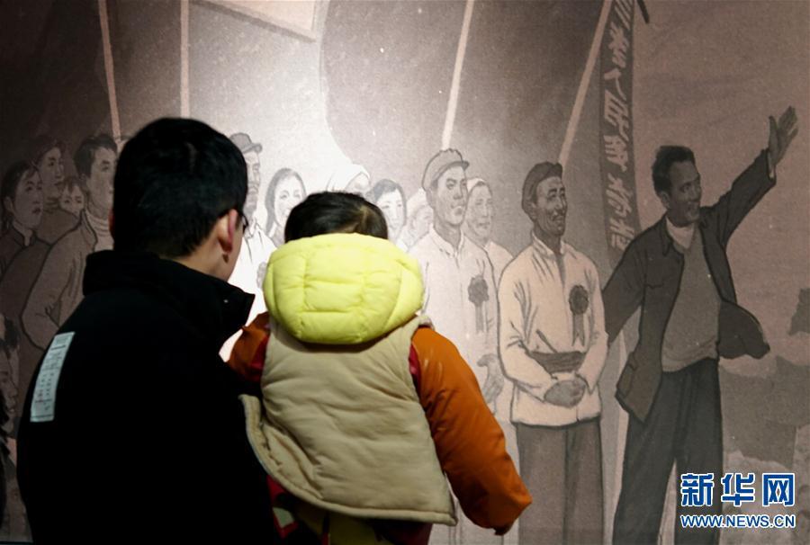 """(文化)(3)""""人民呼唤焦裕禄""""展览在河南博物院开幕"""