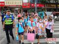 """河南漯河:""""城管护学岗""""护出一条安全路"""