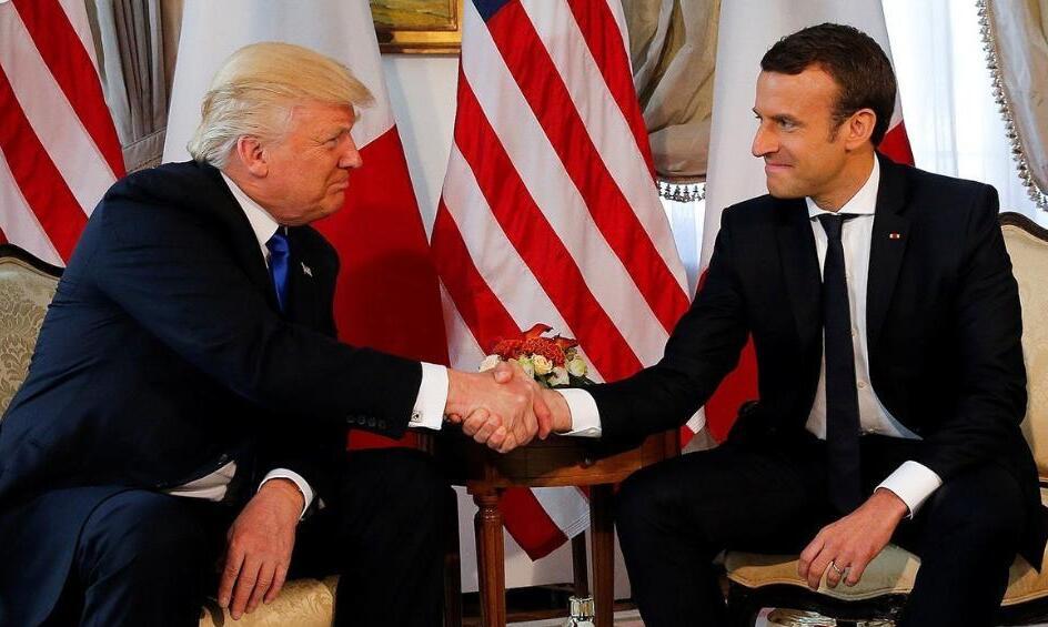 """""""握手对决""""小鲜肉完胜老腊肉!特朗普的手被法国新总统捏变形"""