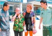 河南一老人走失17年终返家 兄弟相见激动落泪