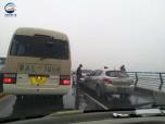 郑州老黄河大桥雨中周一又搞事情 两起多车追尾