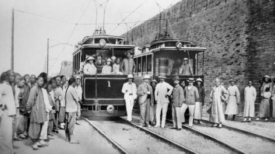 北京 西门子公司/1899年,中国第一条有轨电车线路在北京诞生,由德国西门子公司...