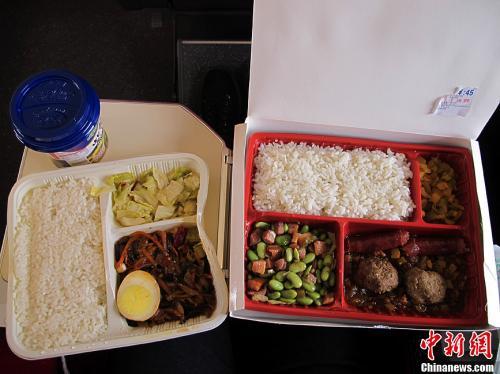 资料图:图为高铁列车上供应的盒饭。中新社发 张家瑞 摄