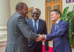 """""""马旋风""""刮到肯尼亚:他讲了个笑话,还得到一头小象"""