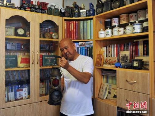 河北老人30余载收藏数万件铁路物品 见证了中国铁路发展史