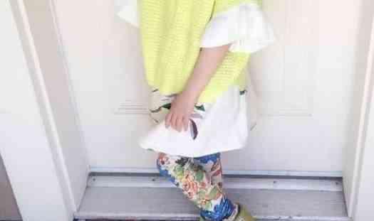 浙江12岁女生天天尿裤子,一查竟发现长了三喜欢吗头发男生女孩染图片