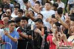 郑州现尬舞直播一条街 场面火爆