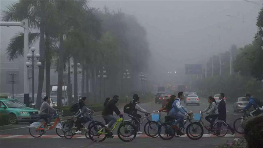 中央气象台 南方多阴雨 今起多地大风降温