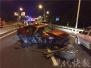 南京一情侣高架上边开车边吵架 撞碎护栏砸伤的哥
