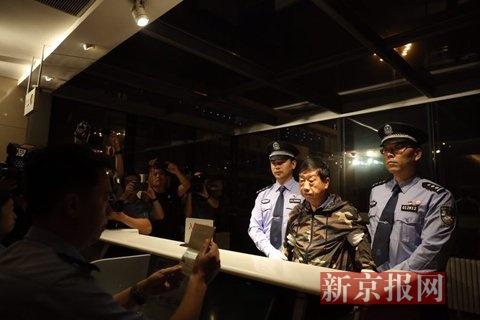 """刘常凯/2017年8月31日,首都国际机场,""""百名红通人员""""刘常凯回国..."""
