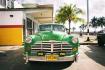 古巴街头的彩色老爷车 让你一次看个够!