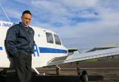 民航招飞行员放宽视力标准:近视手术满半年