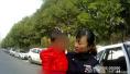 父母开饭馆太忙2岁娃走失,民警凭着孩子身上的油烟味送回