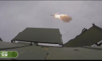坦克边飙车边发射导弹