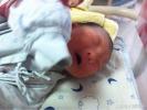 27岁的孕妈生下二胎,出产房后却无人问津,将新生婴儿怒摔在地!