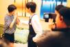 《歌手》华晨宇为苏诗丁抽签 两人台下关系如此要好?