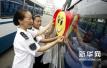 济南公交将全面推微信扫码乘车 支付宝扫码月底前半价