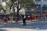 秦皇岛:交警每天辛苦护航 学校送来锦旗和表扬信