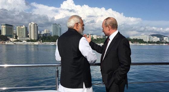 普京与印度总理莫迪会晤 坐船游黑海共享美食