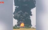 突发!扬泰机场附近一化工厂起火 暂对航班无影响