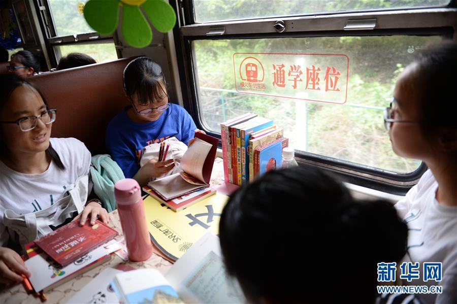 (图片故事)(1)秦岭小慢车书香陪伴上学路