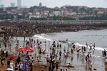 享清凉!青岛石老人海水浴场16日迎来大批游客