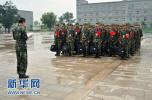 沧州军旅作家走进军营为武警官兵讲授礼仪