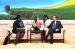 王毅会见苏里南外长拜赫勒 为访问该国首位中国外长