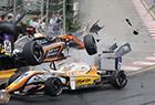 女赛车手飞出赛道