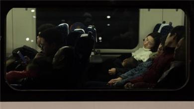 夜行高铁列车:日夜兼程 送你回家