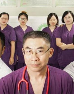 感动中国 天使守护者:5小时,30双手,30000次心脏按压救回9岁男孩