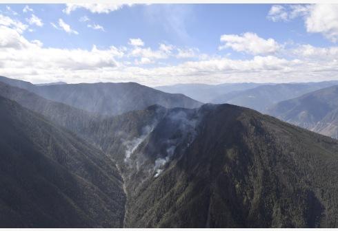 公安勘察确定木里森林火灾起火原因为雷击火