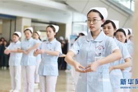 """洛阳:""""快闪""""迎接护士节"""