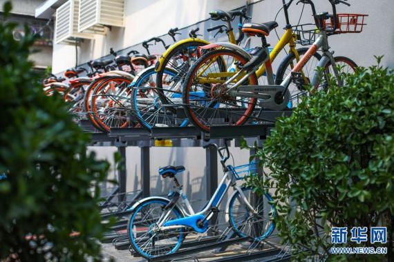 """郑州:单车立体停车""""神器""""亮相街头"""