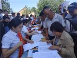 鲁山县贫困群众争相办理小额贷款发展产业