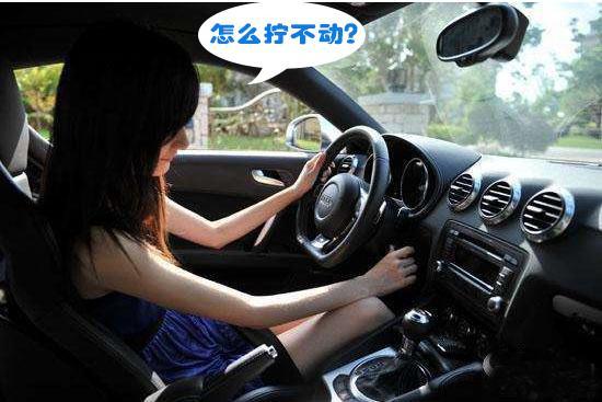 笑死了!新手女司机常遇到的几个奇葩故障,不知