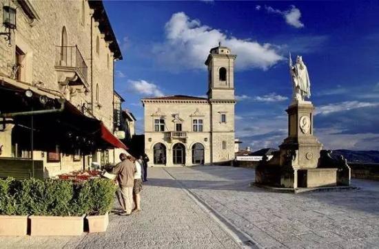 圣马力诺/圣马力诺几乎整个国家都建在山地之上,国家面积虽小,却有9个市...