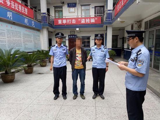 男子 被拘留/男子被拘留