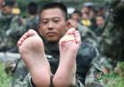 """镜头下的军人""""魔鬼周"""":伤疤就是荣誉勋章"""