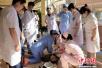 山西尿毒症患者心跳骤停 监控实拍医护跪地抢救过程