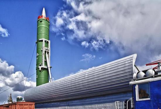 中国导弹列车一次可装十枚核导弹 齐射可毁灭一国