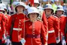 英国伦敦白金汉宫现史上首名女皇家护卫队长