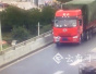 【视频】昆明一辆大货车在高速路上用毛巾遮挡号牌 被抓现行