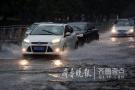 """发着烧""""开水""""浇!36.9℃中青岛突降暴雨市区车变船"""