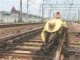 与高温搏斗的铁路工人