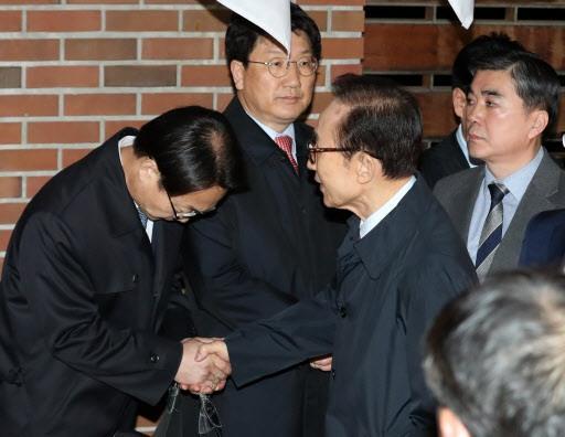 北京赛车平台对刷:尴尬!文在寅被当面质问:想让朴槿惠牢底坐穿?